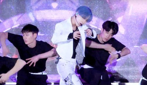 taemin Dream concert 2017-1.jpg